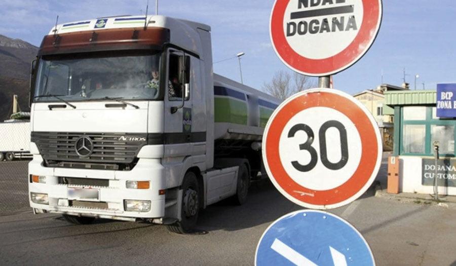 Taksa prej 10 për qind e përgjysmoi importin nga Serbia dhe BeH në Kosovë
