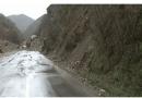 Për shkak të reshjeve të shiut, shembje të imëta në disa vende në drejtimin rrugor Dellçevë – Koçan