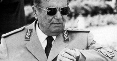 A ishte mason Tito?