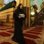 Xhamia e profetit Ibrahim dy dekada ruhet nga një grua (FOTO)
