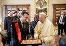 Zaev në audiencë tek papa:Nëna Terezë dhe Shën Cirili dhe Metodi janë themele të fuqishme për lidhjet historike midis Maqedonisë dhe Vatikanit