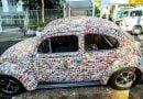 Tifozi i çmendur i futbollit mbulon makinën me 15 000 foto Panini