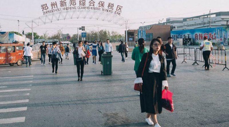 """""""iPhone City"""", qyteza-fabrikë në Kinë ku prodhohen gjysma e të gjithë iPhone-ëve në botë (FOTO)"""