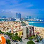 Barcelona, destinacioni më i preferuar nga të rinjtë në verë