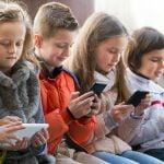 Fëmijët, jo më shumë se dy orë në ditë para ekraneve
