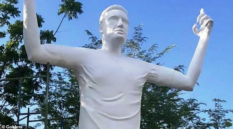 I bëjnë një statujë në vendlindje, por a ka njeri ta dallojë se cili është?!