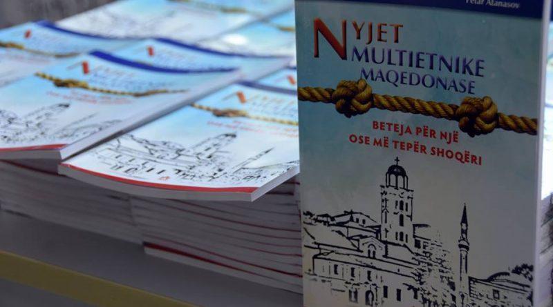"""UT u promovua libri """"Nyjet multietnike të Maqedonisë – beteja për një ose më tepër shoqëri"""""""
