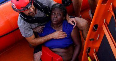 Jeta dhe vdekja në një anije shpëtimi në Mesdhe. Kriza e emigrantëve në foto