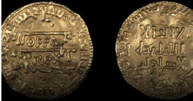 "Zbulohen monedhat e mbretit britanik me fjalën ""Allah"""
