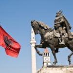 Ku fluturojnë shqiponjat. Shqipëria, pushtime dhe legjenda