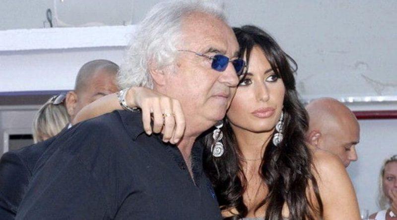 "Gregoraci ""harron"" Briatoren, shijon pushimet në Marmi (FOTO)"