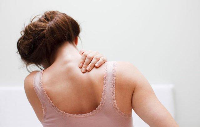 Arsyeja nr. 1 pse keni një dhimbje therëse të shpatullave
