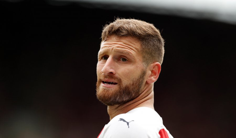 Mustafi kapiten tek Arsenali  por shikoni çfarë bën me shiritin