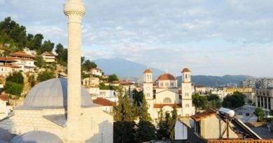 Reportazh i BBC-së: Në Shqipërinë e tolerancës fetare, aty ku ezanin e thërret një ish-i krishterë