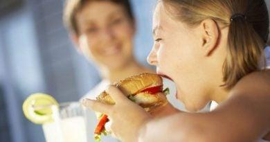 Ushqyerja e vonshme s'ndikon në shtimin e peshës tek fëmijët