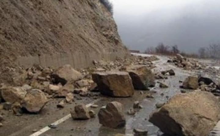 Rrëshqitje të tokës në rrugën Dellçevë – Makedonska Kamenicë