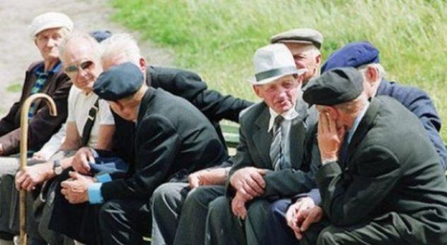 Tragjedia e pensionistëve shqiptarë  pushimet i bëjnë në shtëpi