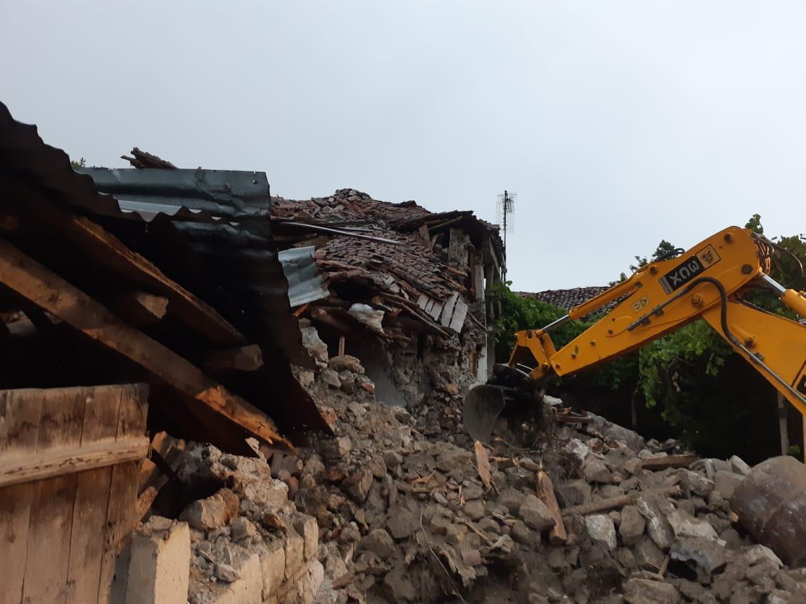 Termeti në Korçë  nis ndërtimi i shtëpive të dëmtuara