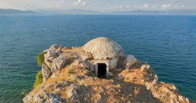 Daily Mail: Mania e Shqipërisë për bunkerët ushtarakë (FOTO)