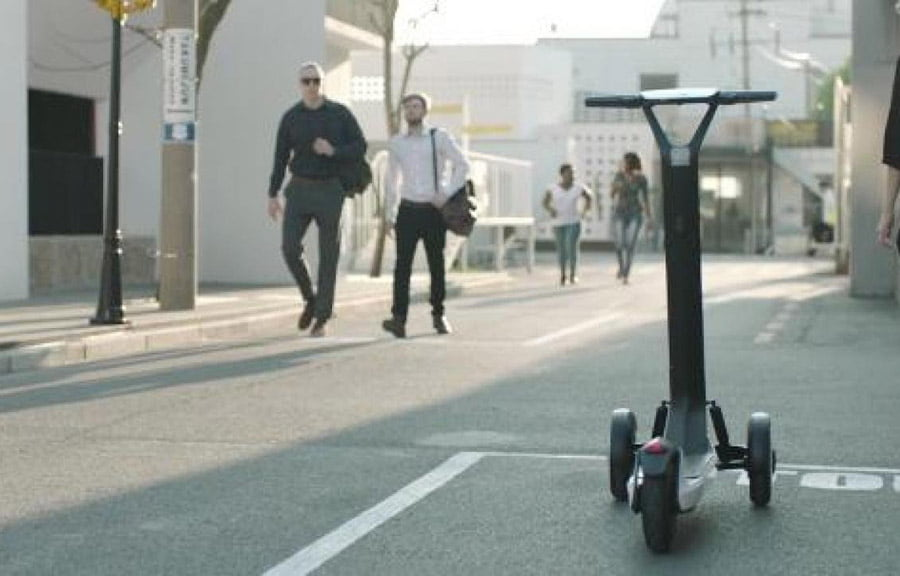 kinezet-krijojne-motocikleten-elektrike-qe-shkon-vete-ne-stacionin-e-mbushjes