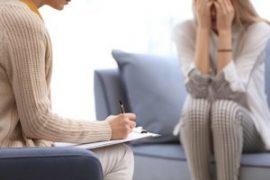 Terapia psikologjike ndihmon në uljen e dhembjeve