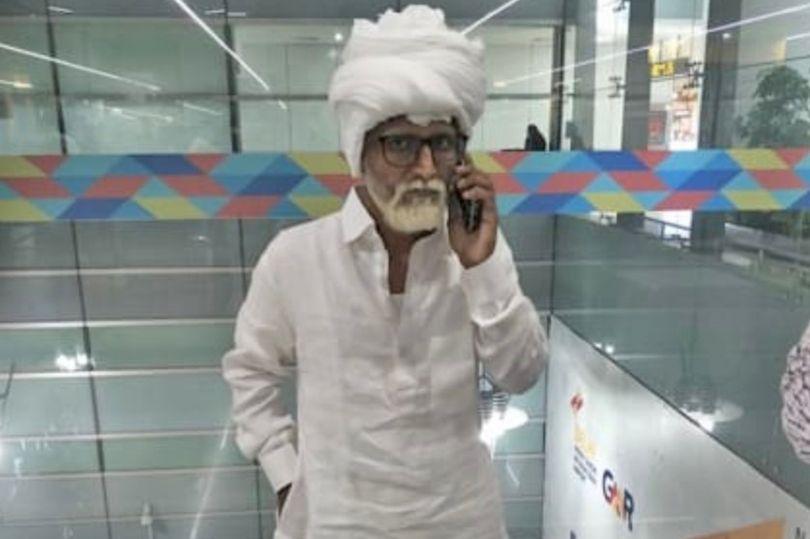 32 vjeçari maskohet si pensionist për të udhëtuar me pasaportën e 81 vjeçarit