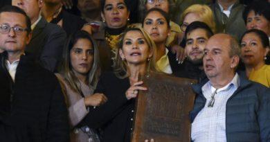 Jeanine Anez shpall veten presidente të përkohshme të Bolivisë