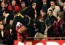 Kur Cantona shqelmoi ekstremistin Simmons!