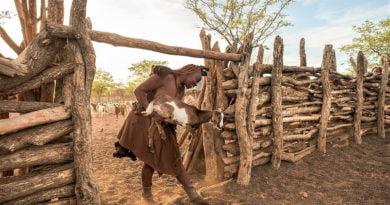 Pa burra dhe pa ujë, fotot e rralla të fshatit ku gratë lahen me gjalpë