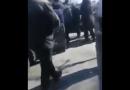 Sulmohen inspektorët në tentativë për të sekuestruar duhanin (Video)
