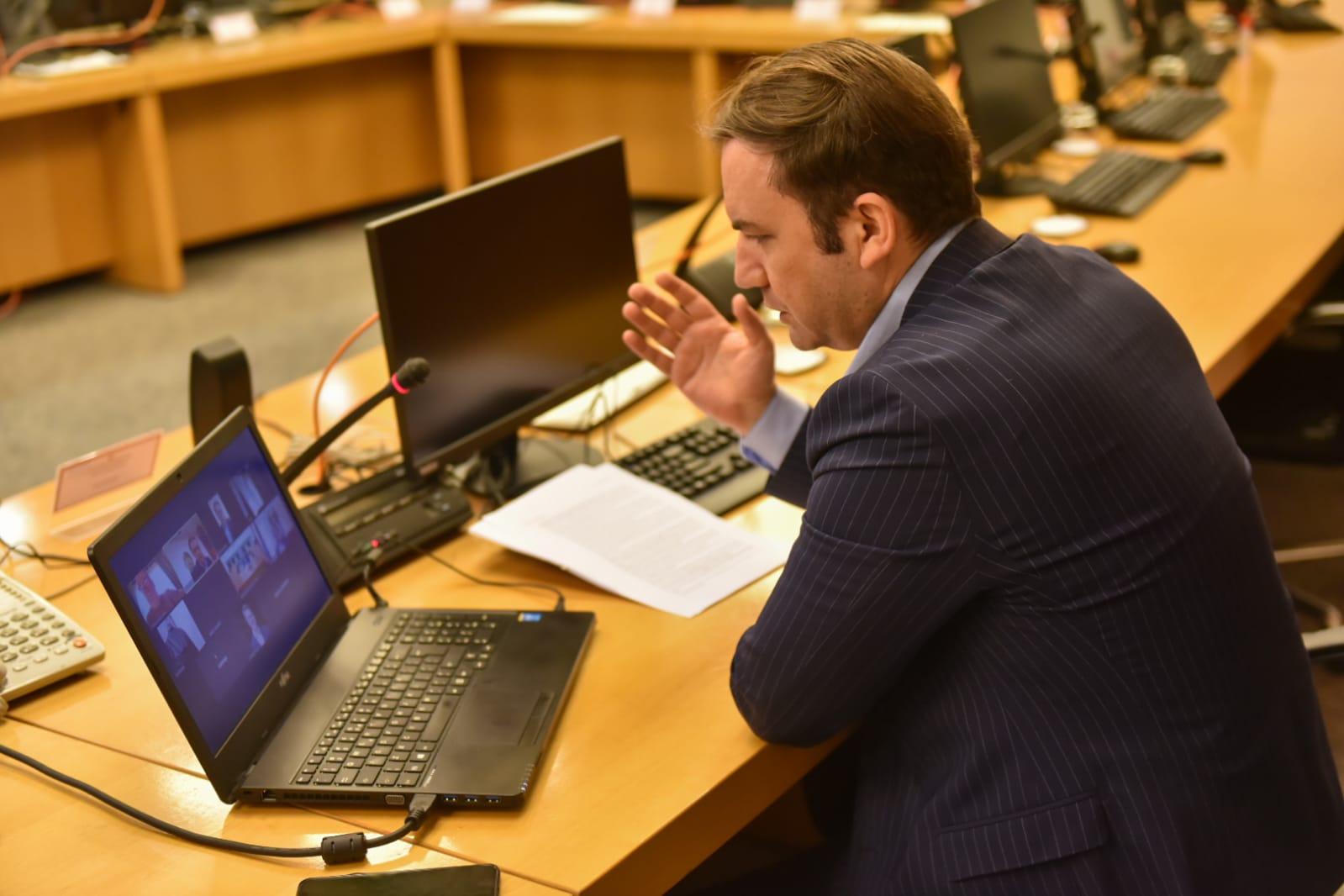 Osmani përmes video konferencës në koordinim me Ambasadorët e vendeve anëtare të BE së