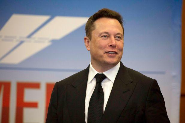 Musk bëhet njeriu i shtatë më i pasur në botë